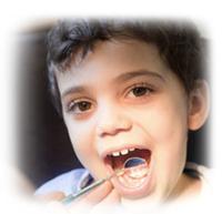 Kind beim Zahnarzt (Kopie 1)